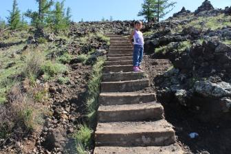 Salita al cratere spento.