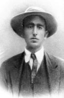 Carlo-Michelstaedter-in-una-delle-ultime-fotografie-1910.jpg