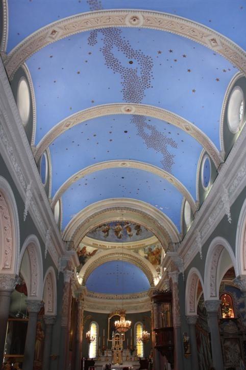 la volta stellata all'interno della chiesa