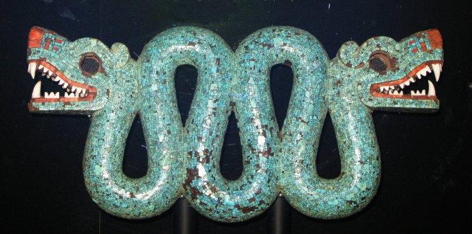 Double_headed_turquoise_serpentAztecbritish_museum